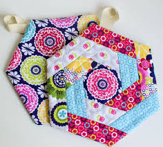 free patterns quilted potholders show off saturday new and improved hexi potholder pattern