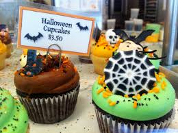 halloween cupcakes and decorations at magnolia bakery my five blocks