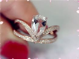 Engagement Ring Vs Wedding Ring by 21 Best Yes Images On Pinterest Jewelry Pear Shaped