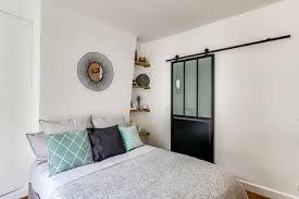 porte coulissante chambre porte intérieure coulissante une idée pour gagner de la place