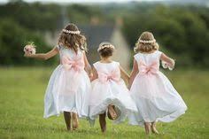 tarif baby sitting mariage défilé d enfants d honneur mariage à en et blanc