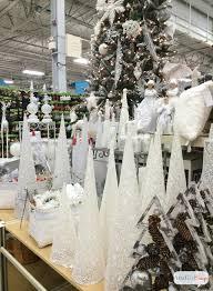 Easy White Christmas Decorations by White Christmas Decorations Winter Wonderland Vignette