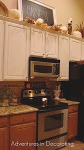 kitchen decorating ideas above cabinets best 25 above cabinet decor ideas on above kitchen