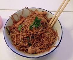 cuisiner des pates chinoises nouilles chinoises soja et poulet au wok facile recette de