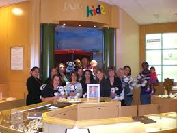 jared jewelers jared the galleria of jewelry donates stuffed animals to kempe