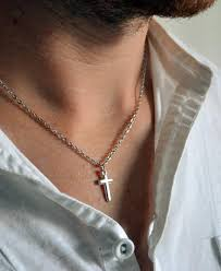necklace for a s guide to wearing necklaces how to buy a necklace for men