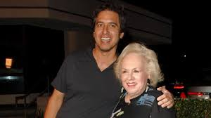 ray romano reacts to on screen mother doris roberts u0027 passing aol