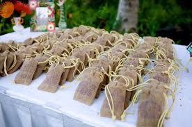 popular wedding favors 20 adorable and delicious edible wedding favors everafterguide