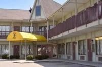 Comfort Inn And Suites Fenton Mi Cheap Hotels In Fenton Michigan Priceline Com