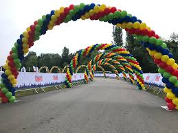 15 balloon arches for the start of a cycle race at windsor