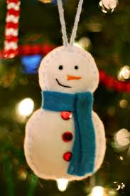 19 diy snowflakes snowballs and snowmen crafts for your home