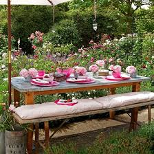 Summer Flowers For Garden - summer garden party decoration ideas wooden table pink tableware