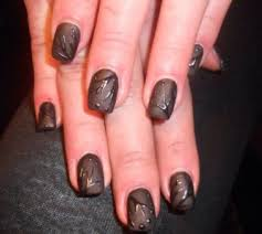 photo ongles gel dépose de gel pour cliente extérieure ongle
