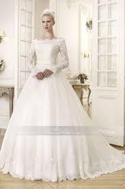 schleppe brautkleid schulterfrei spitze romantisches brautkleid mit kapelle schleppe