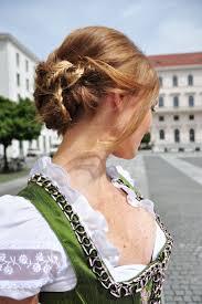 Hochsteckfrisurenen Trachtig by Oktoberfestfrisuren Romantischer Flechtchignon