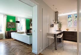 entree en cuisine vue cuisine et séjour depuis l entrée classique chic cuisine