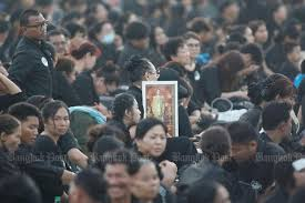 bid farewell 110 000 mourners inside sanam luang to bid farewell to late king