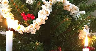 how to make tree popcorn garland pictures