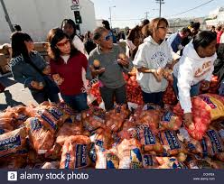 thanksgiving dinner for one person nov 25 2010 los angeles california usa volunteers at the
