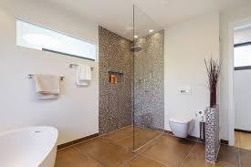 Wohnzimmer Modern Parkett Bad Offene Dusche Und Badewanne Ruaway Com