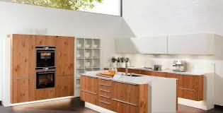 cuisine contemporaine en bois cuisine moderne bois massif faeade meuble cuisine bois massif dr