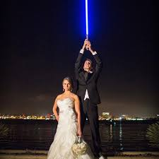 Star Wars Wedding Rings by This Star Wars Themed Wedding Photo Is Breaking The Internet