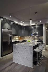 cuisine en marbre idée relooking cuisine meubles gris dans la cuisine avec un ilot