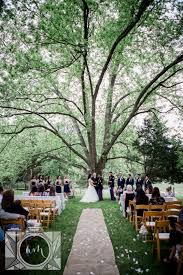 chattanooga wedding venues ceremony wide of a big oak tree at this chattanooga wedding