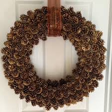 how to create a pinecone wreath with easy tips