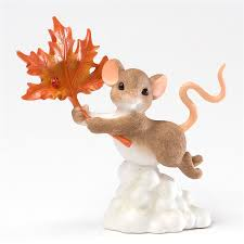 charming tails mouse flying with autumn leaf figurine 4027684