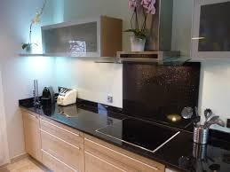 cuisine granit noir cuisine avec marbre noir idées de décoration capreol us