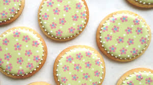 how to decorate cookies with cute and easy dot flowers using royal