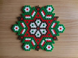 Easy Beaded Christmas Ornaments - resultado de imagen de hama beads christmas decorations perler