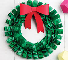christmas wreaths to make how to make an accordion folded paper wreath chatelaine