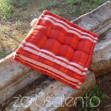 cuscini a materasso cuscini arcobaleno d arredamento dai colori caldi e solari in