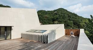 seoul u0027s multi tiered deep house slopes into a gorgeous grassy roof