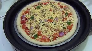 cuisiner une pizza comment faire une pizza avec un appareil à pizzas minutefacile com