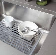 protege evier cuisine tapis fond d évier oxo ustensiles de cuisine cuisin store