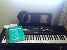 yamaha keyboard lighted keys yamaha ez 220 61 lighted key premium portable keyboard package w