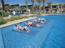 Pool Chairs I Sooo Need To Have These In Back Yard Built In Sun Tanning