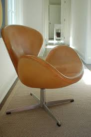 Rare Natural Leather Early Swan Chairs By Arne Jacobsen Circa - Arne jacobsen swan sofa 2