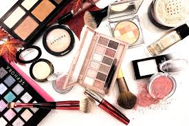 what should be in your makeup bag