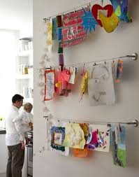 hanging kids artwork hang kids art from a curtain rod apartment therapy