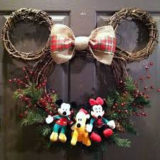 mickey mouse christmas wreath stephsuders and arielwilliams13