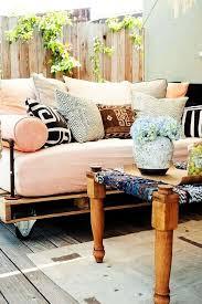 canapé lit en palette lit palette de bois affordable canape lit palette decocrush today