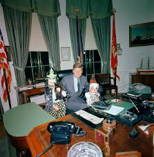 Desk In Oval Office by 17 Rare Photos Of Jfk And Children Celebrating Halloween In The