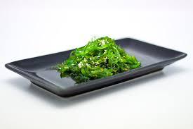 cuisine japonaise santé cuisine japonaise salade d algue dans la plaque image stock