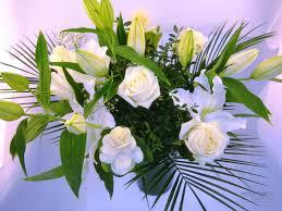 bouquet de fleurs roses blanches bv 4 fleurs blanches roses blanches lys blanc u2013 marguerite
