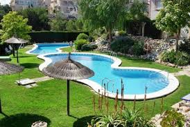 Latest Trends In Decorating And Upgrading Backyard Swimming Pools - Swimming pool backyard designs