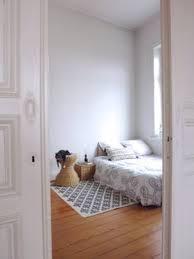 wohnideen schlafzimmer skandinavisch schlafzimmereinblick altbau holzdielen interior skandinavisch